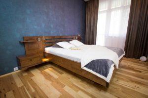 Zakázkově vyráběná masivní postel AMELIA